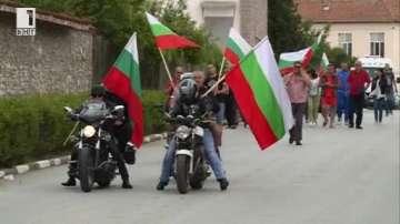 С шествие жителите на Гърмен поискаха събаряне на незаконните ромски постройки