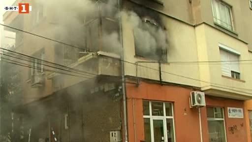 Два пожара избухнаха днес на съседни улици в центъра на