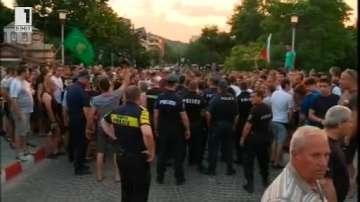 Напрежението ескалира след протест в Асеновград заради побой над гребци