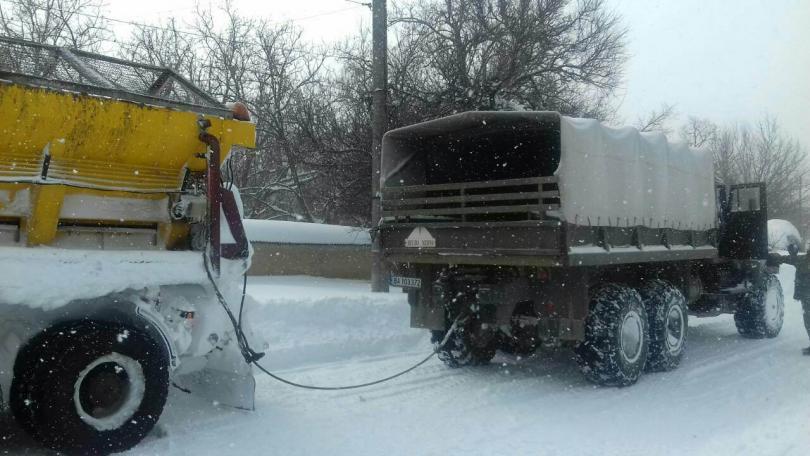 снимка 1 Трети ден армията помага в разчистването на снега в Плевенско
