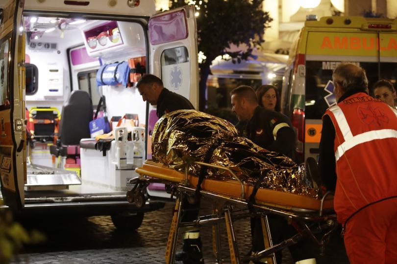 снимка 3 20 души, сред които футболни фенове, бяха ранени при авария в римското метро