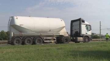 Улична шахта проби резервоара на цистерна с газ в Русе