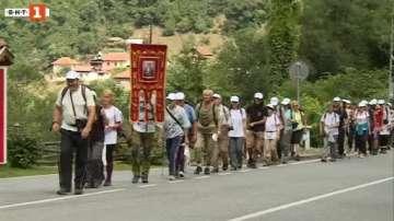 """Поклонниците от похода """"Светият път изминаха пеша над 600 км"""
