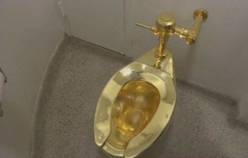 Тоалетна чиния от 18-каратово масивно злато беше открадната от изложба