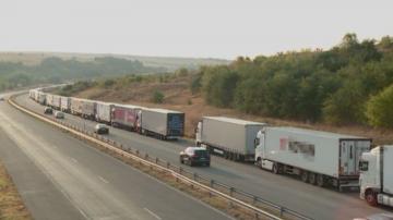 В края на почивните дни трафикът е интензивен и проверките по пътищата засилени