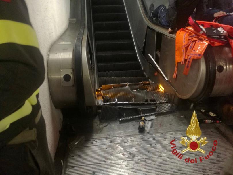 снимка 4 20 души, сред които футболни фенове, бяха ранени при авария в римското метро