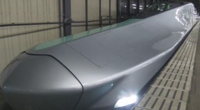 Ново поколение влак стрела демонстрираха японските железници.