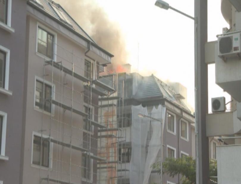 Огромният пожар, която избухна в новостроящ се жилищен блок в
