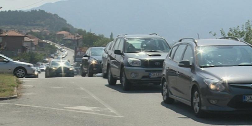снимка 1 Километрични задръствания се образуваха между Благоевград и Симитли