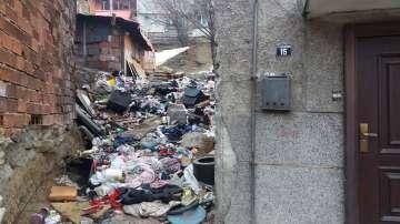 Частен случай: Защо къщата на семейство от Благоевград е превърната в сметище?