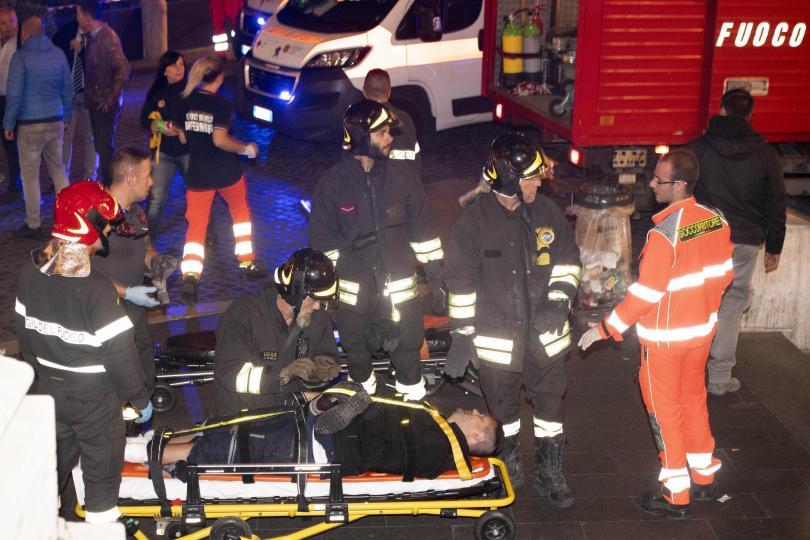 снимка 5 20 души, сред които футболни фенове, бяха ранени при авария в римското метро