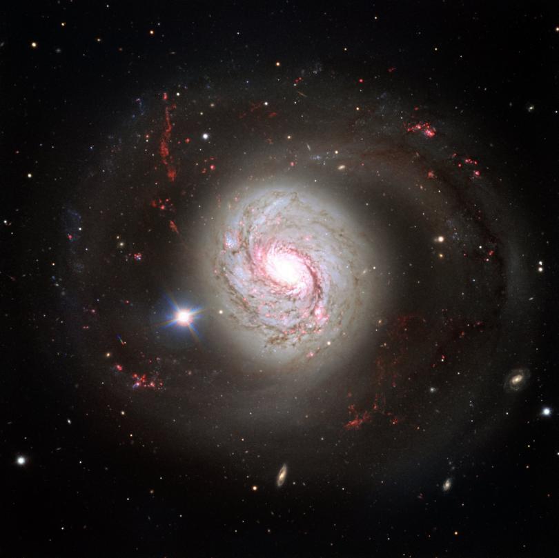 Откриха странна галактика, която се приближава към Млечния път