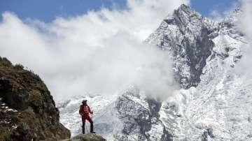 Непалски геодезисти ще измерят Еверест
