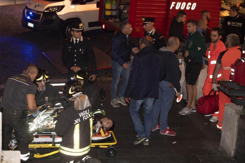 снимка 6 20 души, сред които футболни фенове, бяха ранени при авария в римското метро