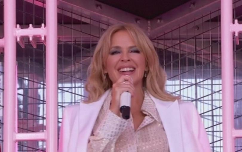 Кайли Миноуг се завърна на сцената на британския фестивал