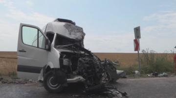 Камион и бус се сблъскаха челно край Шумен