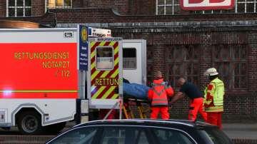 Осем ранени след катастрофа на пътнически влак с камион в Германия