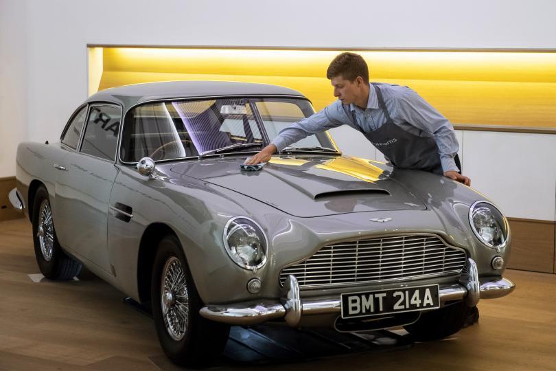 Най-известният автомобил в света Aston Martin DB5 1965 година е