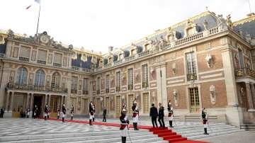 Мраморен блок пристига във Версай 350 г. след поръчката