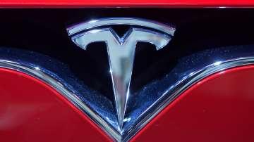 Автомобил Tesla се самовзриви на паркинг в Шанхай