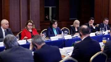 Корнелия Нинова се срещна с европейските посланици в София