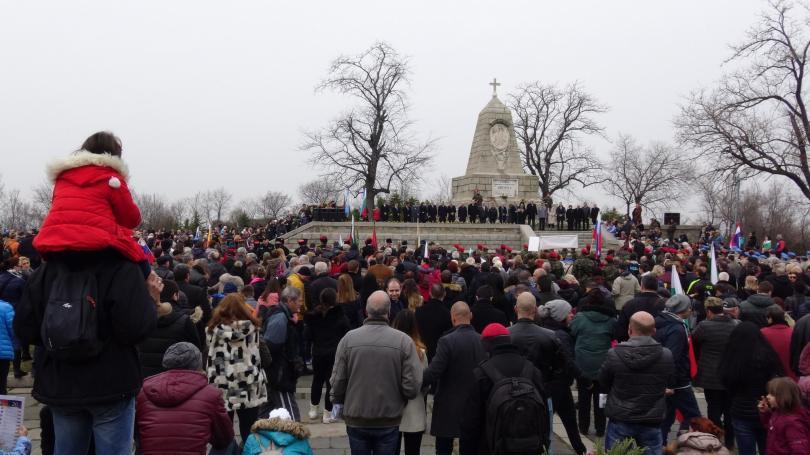 снимка 1 Хиляди пловдивчани се стекоха на Бунарджика, за да отбележат 3 март