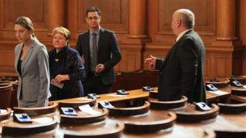 Депутатите от Воля се върнаха в парламента, ден след като обявиха, че напускат