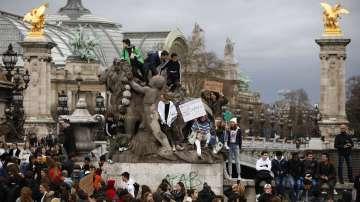 Шествия за климата се проведоха в десетки столици по света