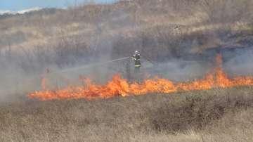 Гасят голям пожар в Благоевград