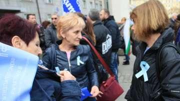 Продължават протестите на специалистите по здравни грижи