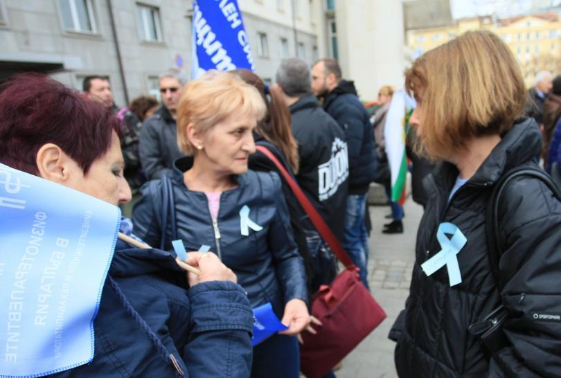 Продължават протестите на професионалистите по здравни грижи за по-високи заплати