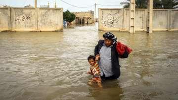 Повече от 60 души загинаха при наводнения в Иран