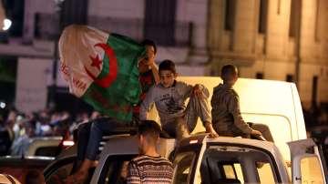 В Алжир празнуват оставката на Бутефлика
