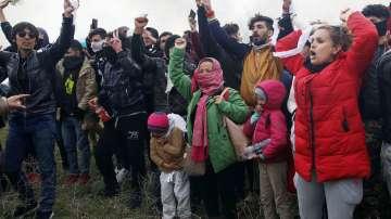 Над 2000 мигранти са спрени край Одрин за седмица
