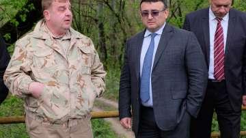 Каракачанов: Няма да приемаме политика за разселване на имигранти