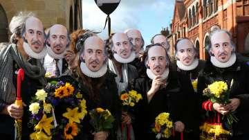 Клонинги на Шекспир в родния му град (СНИМКИ)