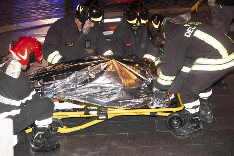 снимка 7 20 души, сред които футболни фенове, бяха ранени при авария в римското метро