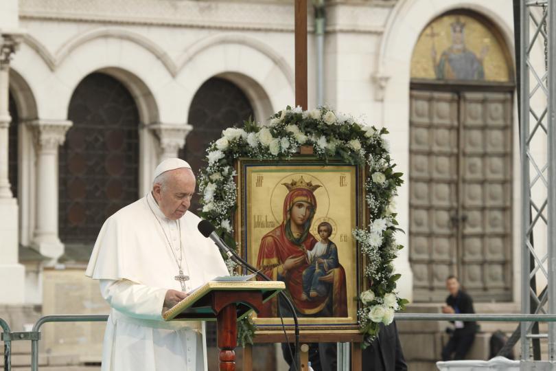 Първият ден от посещението на папа Франциск у нас (СНИМКИ)