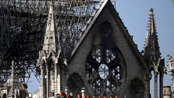 Папа Франциск благодари на огнеборците, спасили Нотр Дам