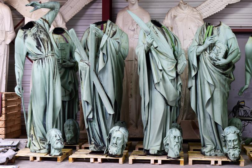 Измамници се възползват от пожара в парижката катедрала