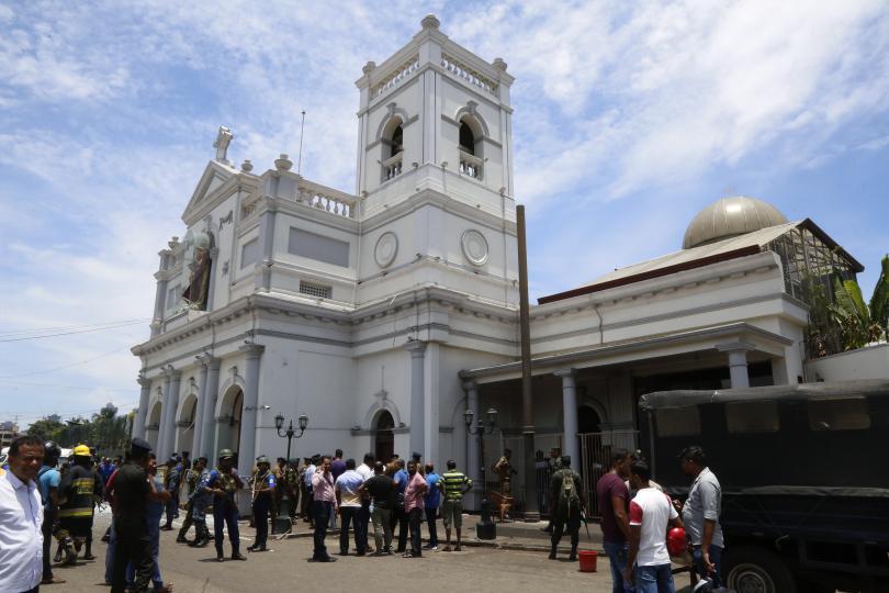 Установена е връзка с осем български граждани в Шри Ланка.