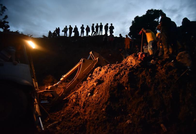 Снимка: Поне 19 души са загинали в свлачище в Колумбия