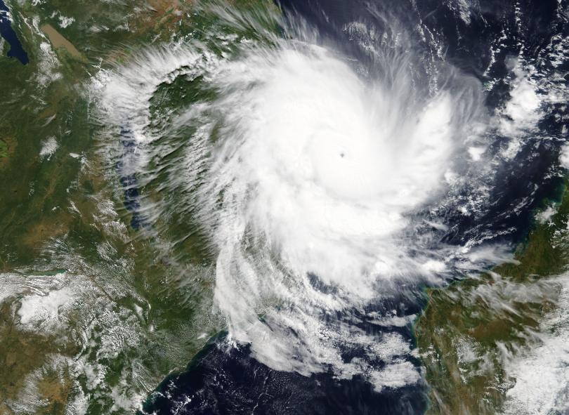 30 000 са евакуирани в Мозамбик заради циклона Кенет