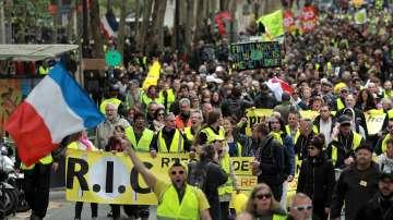 Жълтите жилетки са недоволни от обещанията на Макрон, продължават протестите
