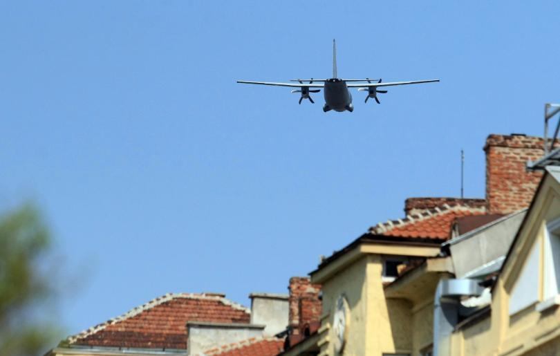 снимка 1 Репетицията за 6 май затвори небето над София за 90 минути
