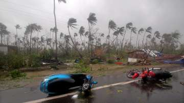 Трима загинали и 1 милион евакуирани заради циклона Фани