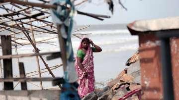 След Индия циклонът Фани удари и Бангладеш