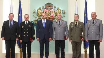Президентът удостои с висши звания трима военни за Деня на храбростта
