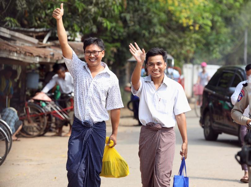 Освободиха задържаните в Мианмар журналисти на Ройтерс