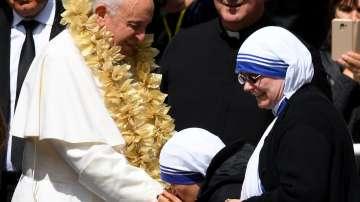 Папа Франциск бе посрещнат с хляб и сол в Скопие